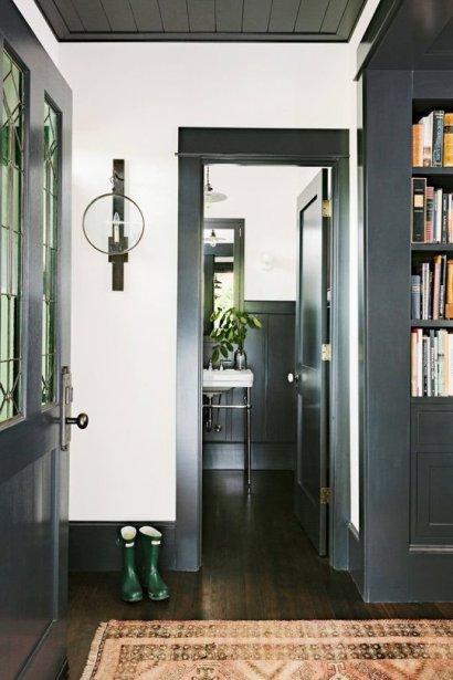 entry-black-trim