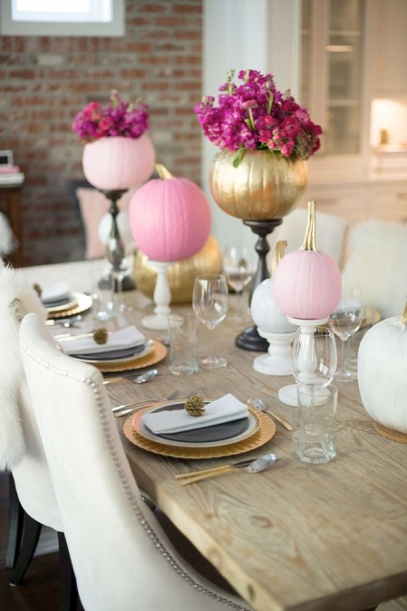 fall+decorating+ideas+-+pink,+white+and+gold+pumpkins+on+candlesticks,+with+pumpkin+vases